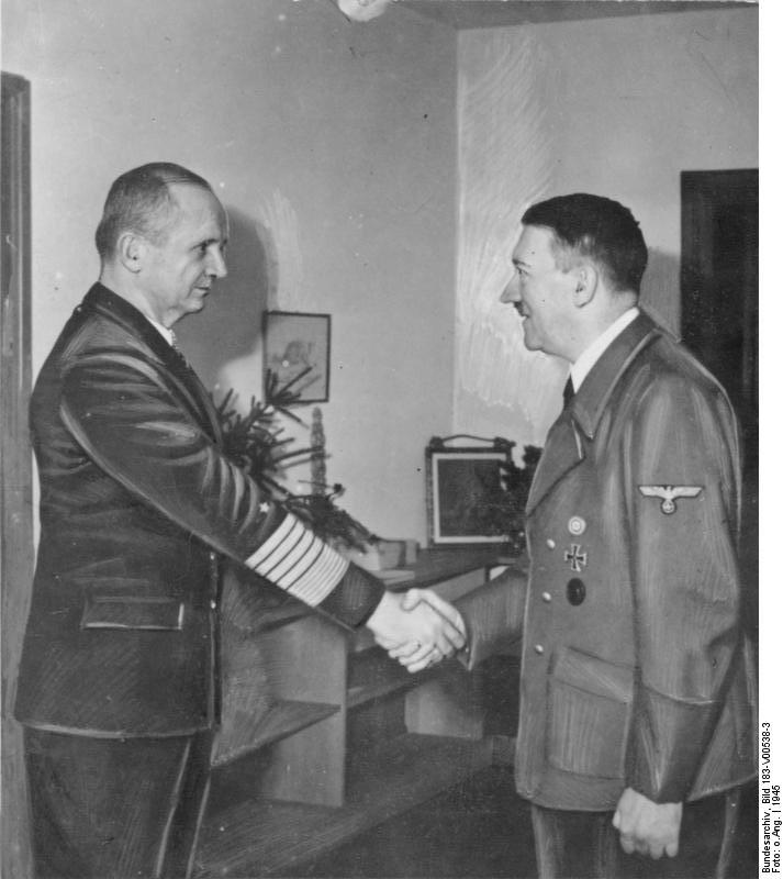 Karl Dönitz, Adolf Hitler